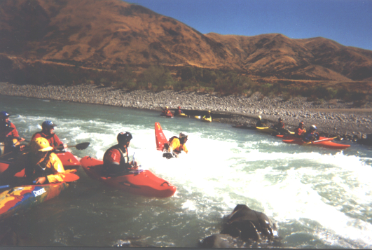 20050213 Waiau_River_playing_on_rapid_