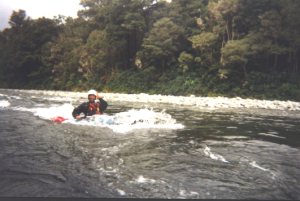20050331 Pelorus_River_Phil_playing_a_hole