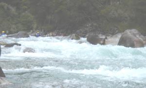 20051112_Kayakers-Maruia