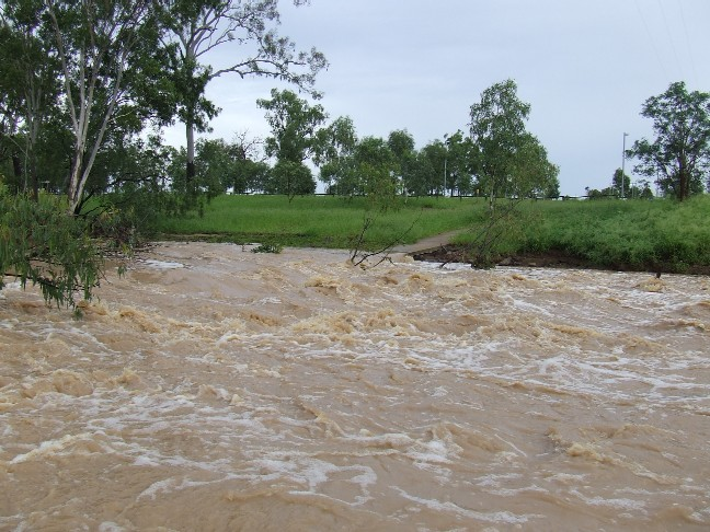 20090213_Grosvenor_Creek_in_flood_01