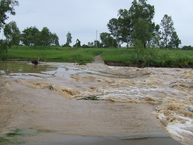 20090213_Grosvenor_Creek_in_flood_02